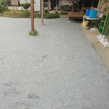 チップ砕石砂利敷き詰敷き均し工事-05