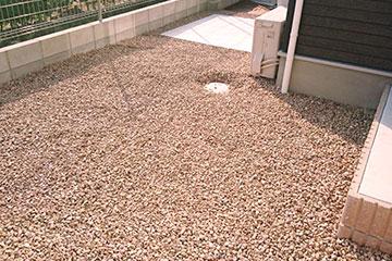お庭の錆び砂利敷き・敷き均し・敷き詰め工事-5